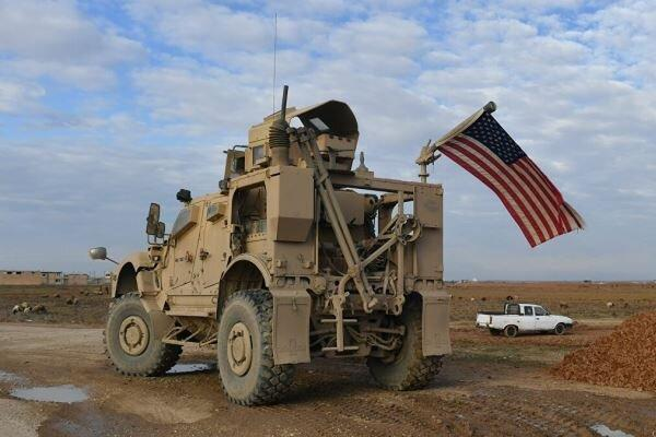 ارتش و مردم سوریه کاروان نظامی آمریکا را وادار به عقب نشینی کردند