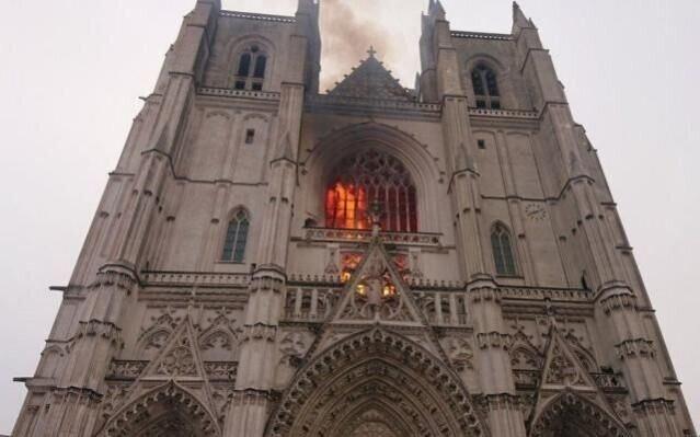 نابودی کامل یکی از میراث تاریخی فرانسه در آتش سوزی کلیسای نانت