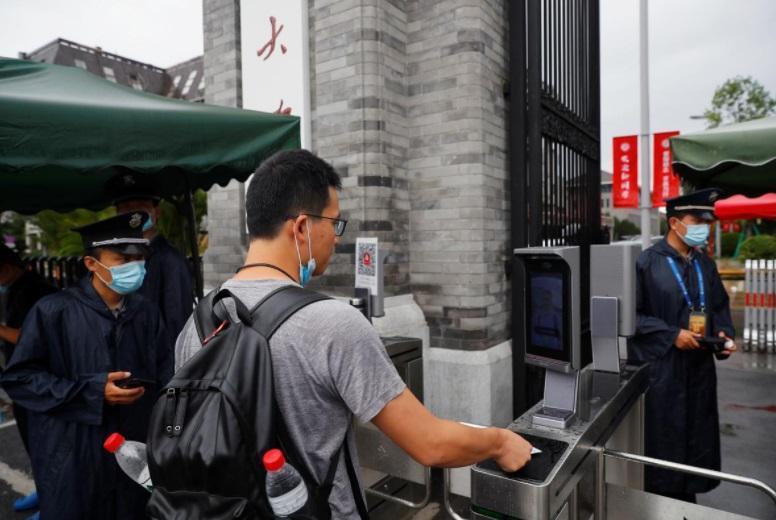 شرط جدید بازگشایی دانشگاه در چین: رزرو زمان حمام و استفاده از دستگاه تشخیص چهره