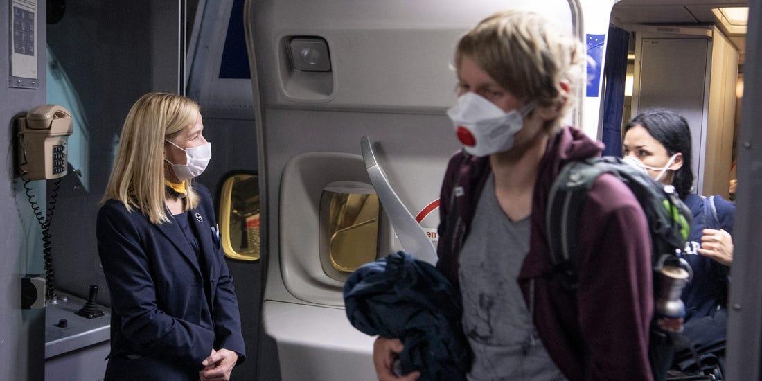 وست جت مسافران بدون ماسک را از پروازها اخراج و آن ها را یک سال در لیست سیاه قرار می دهد