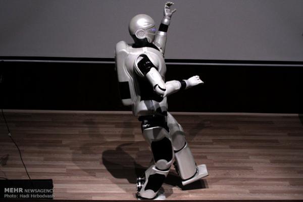 ربات ایرانی سورنا در جمع 10 ربات برتر سال 2020 نهاده شد