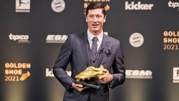تور ارزان اروپا: لواندوفسکی کفش طلای اروپا را دریافت کرد